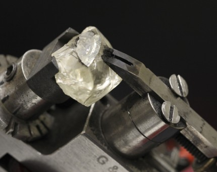 The-Art-of-Diamond-Cutting---no-copyright-The-graduategemologist.com