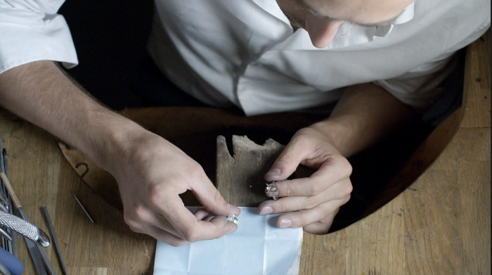 BESPOKE-DESIGN-Setting-the-Diamond-1-Galeries-du-Diamant